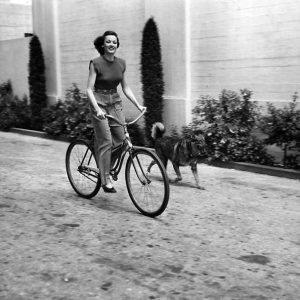 Gene Tierney rides a bike. Butch runs.