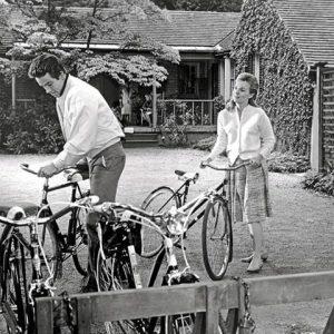 Warren Beatty and Jean Seberg take bikes for a ride.