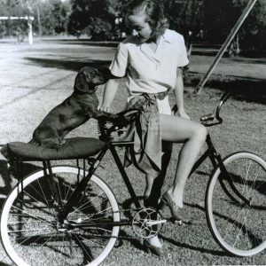 Carole Lombard and Fritz ride a bike.