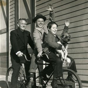 Spencer Tracy, Mickey Rooney, Bobs Wetson and Bohunk ride a tandem.