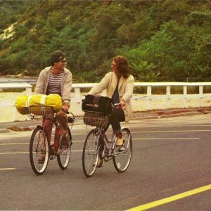 David Steinberg and Susan Sarandon ride bikes.