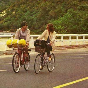 David Steinberg and Susan Sarandon ride bikes.