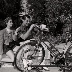 Barbara Hutton and Cary Grant fix a bike.