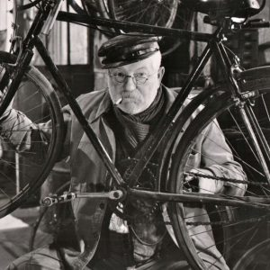 Jean Gabin fixes a bike.