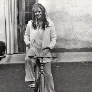 Tina Aumont rides a bike.