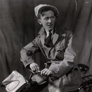 Åke Söderblom rides a bike.