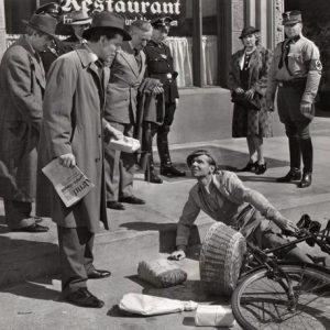 Philip Dorn falls off a bike. Berliners unsympathetic.