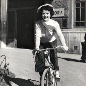 Delia Scala rides a bike.