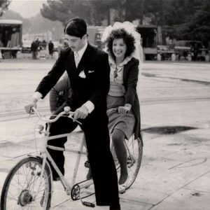 Stefano Satta Flores and Monica Vitti ride a bike.