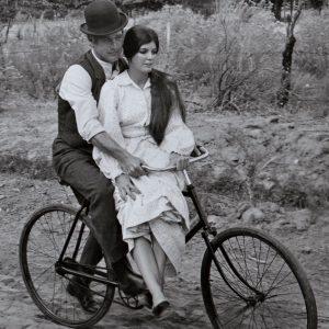 Paul Newman and Katharine Ross ride a bike.