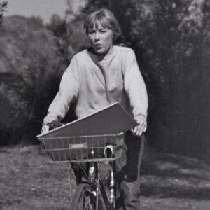 Luana Anders rides a bike.