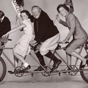 Bonzo, Gigi Perreau, Edmund Gwenn and Maureen O'Sullivan ride a bike.