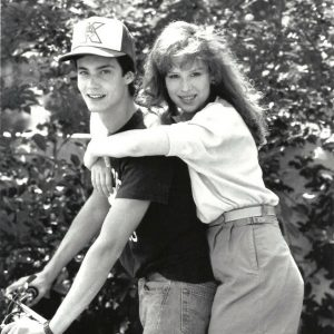 Randall Batinkoff and Molly Ringwald ride a bike.