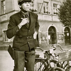 James Coburn steals a bike.