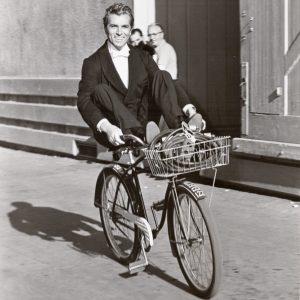 Fernando Lamas rides a bike.