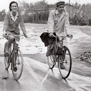 Daniela Surina and Glauco Mauri ride bikes.